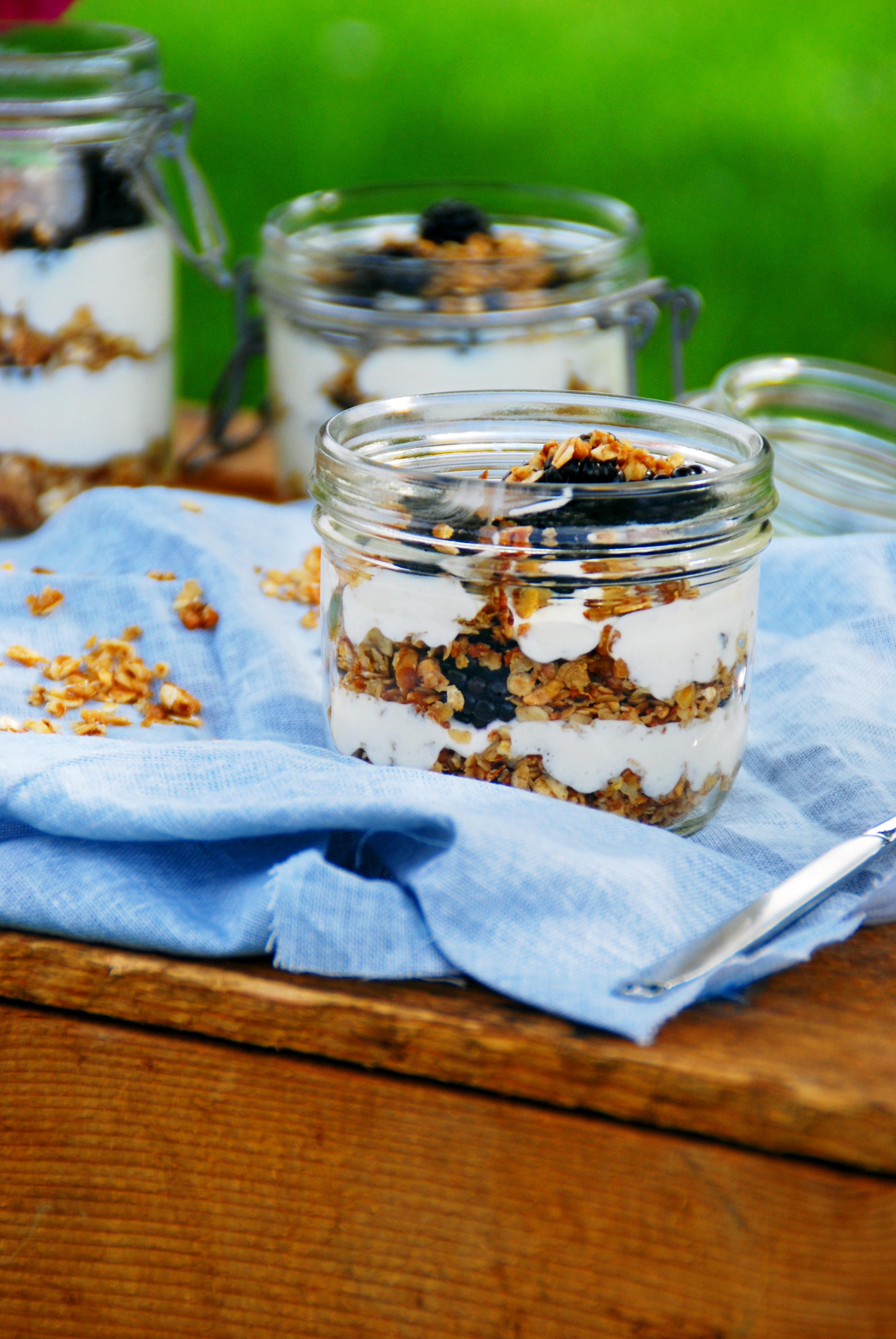 Brombeer Granola Dessert