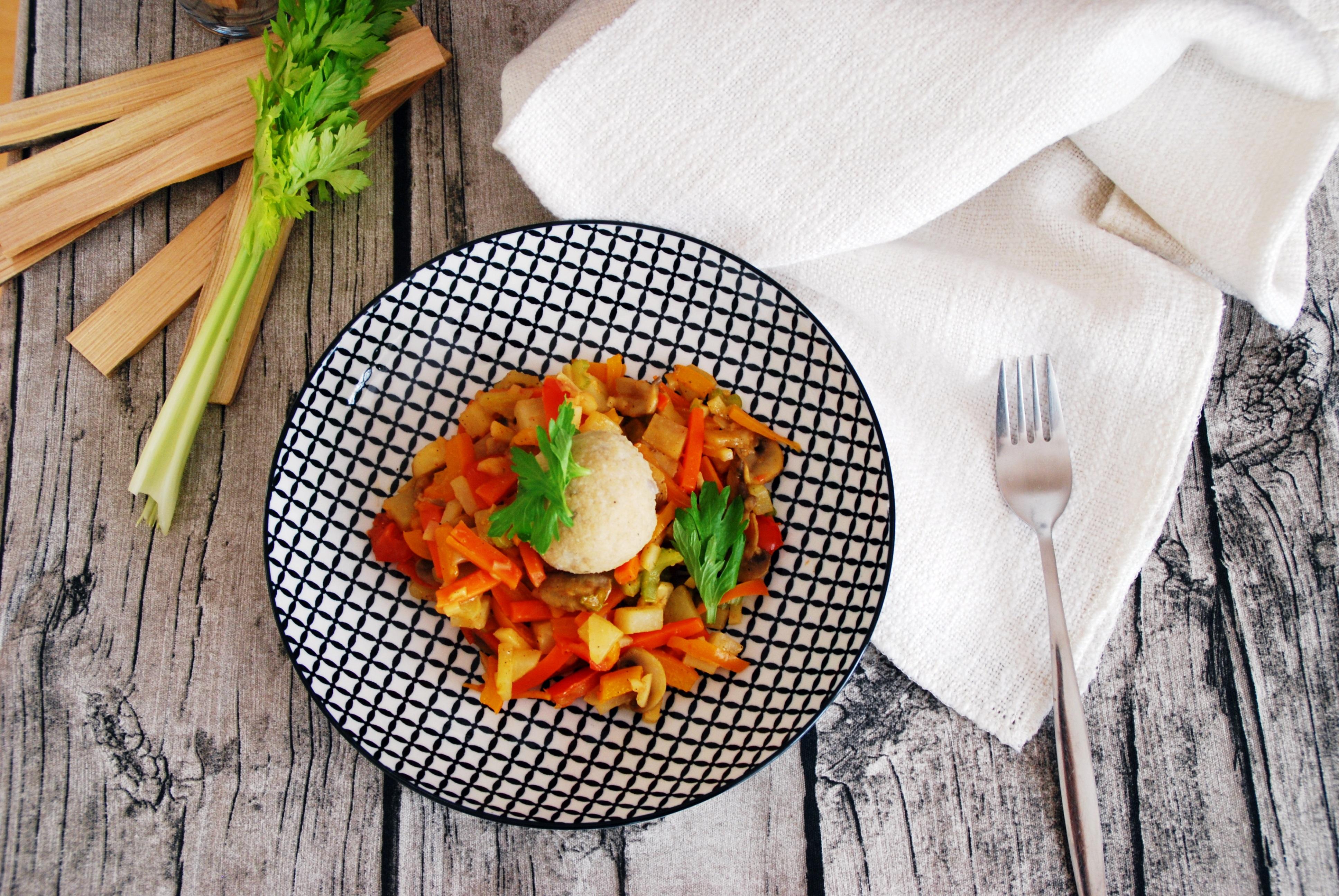 Couscous Knödel mit cremigem Gemüse