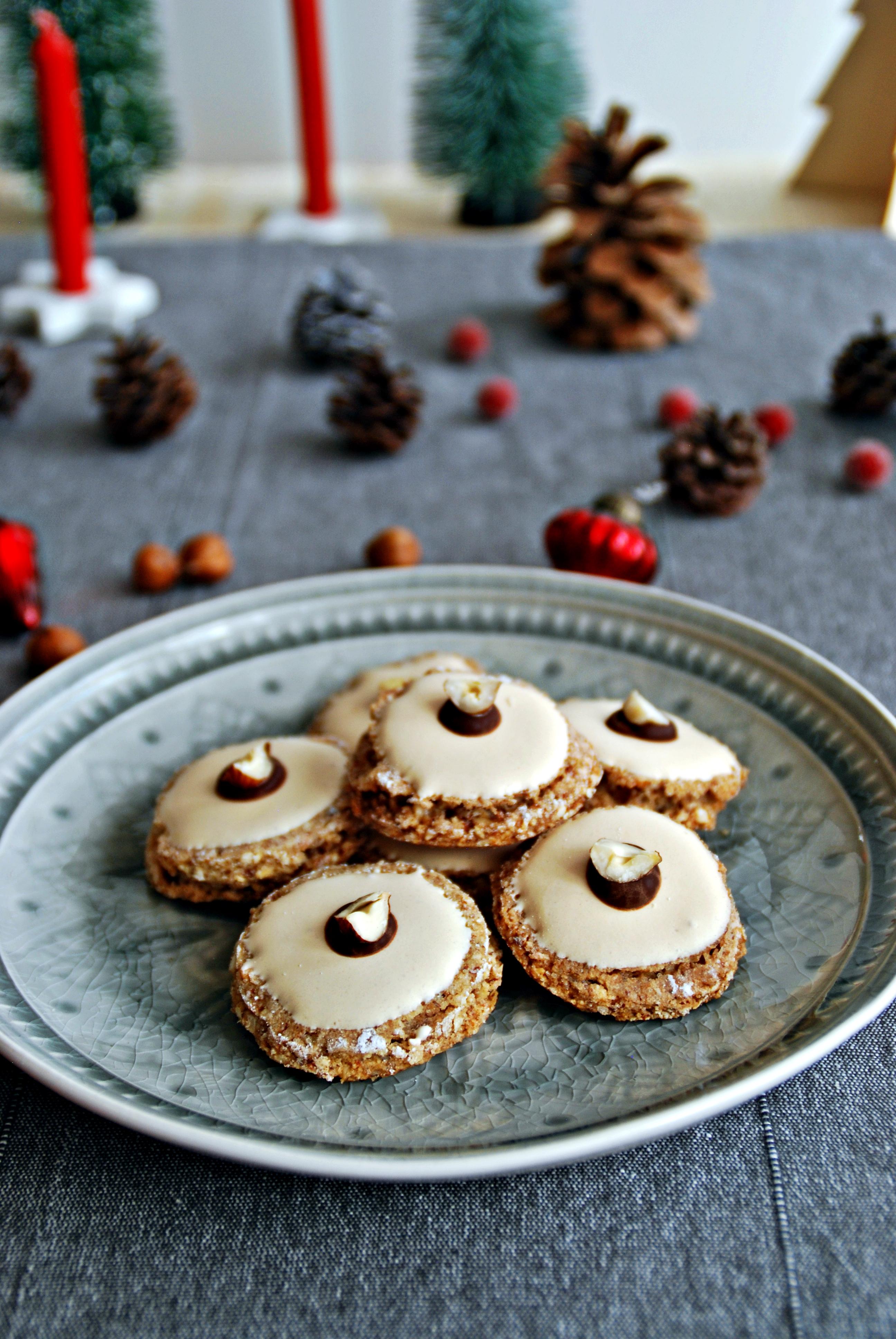nuss taler weihnachtskekse kekse sch rzenfr ulein. Black Bedroom Furniture Sets. Home Design Ideas