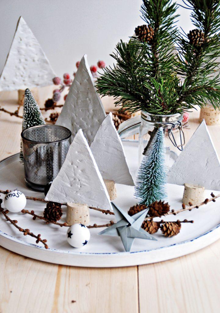 Weihnachtliche Bäume aus Modelliermasse
